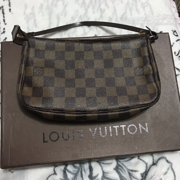 250c625c0fe6 Louis Vuitton Handbags - Authentic Louis Vuitton Pochette Accessoires